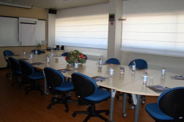 Business center roma uffici arredati parco de 39 medici for Roma business center