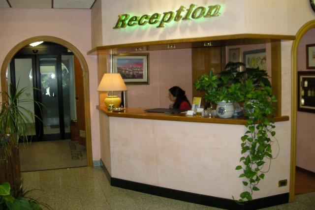 Centro uffici immobiliare carletto uffici arredati roma for Centro uffici roma
