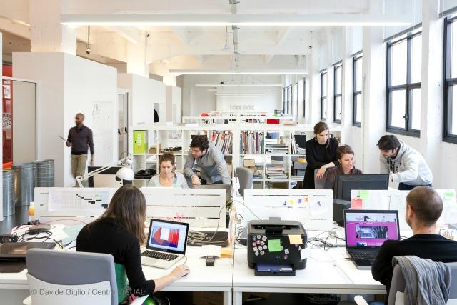 Scrivania Ufficio Torino : Coworking scrivania condivisa noleggio scrivania roma milano