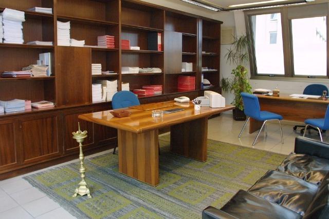 Safis sardegna ufficio a tempo cagliari day office cagliari for Uffici arredati