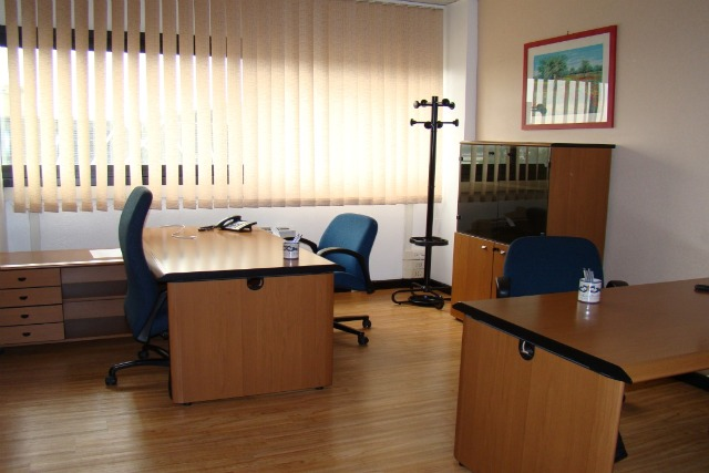 Uffici arredati ufficio arredato roma milano napoli for Uffici temporanei roma prezzi