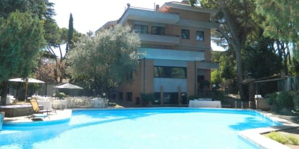 Tiempo Roma piscina
