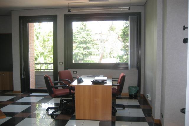Tiempo roma uffici arredati aurelio sale riunioni for Ufficio arredato