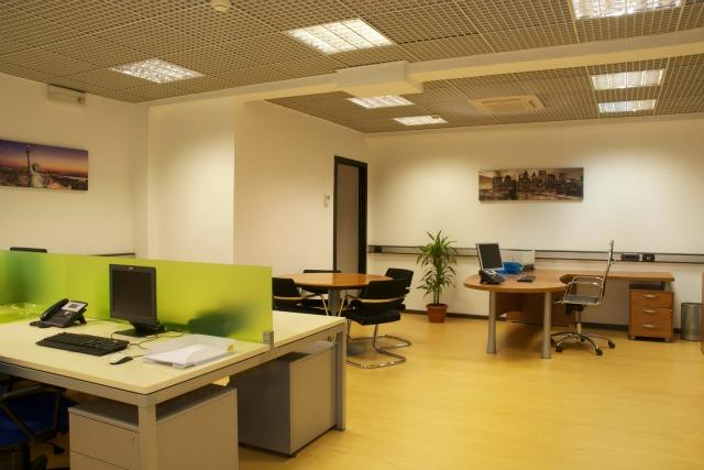 Uffici arredati roma eur laurentina postazioni lavoro for Uffici virtuali roma