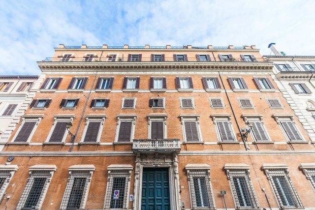 I work in rome uffici arredati colosseo piazza venezia roma for Uffici arredati