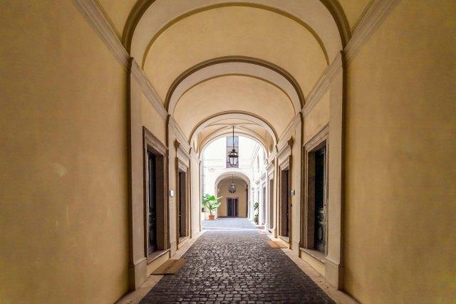I work in rome uffici arredati colosseo piazza venezia roma for Uffici temporanei roma termini